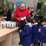 Settimana europea per la riduzione dei rifiuti: consegnate le prime borracce ai bambini delle scuole elementari di Canicattì