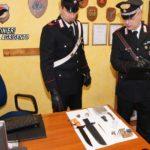 Racalmuto, coltelli e munizioni in auto e in casa: una denuncia