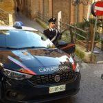 Agrigento, riga carrozzeria e rompe specchietti di due auto: denunciato 34enne