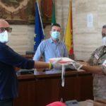 Il Comune di Licata espone la bandiera della Croce Rossa Italiana