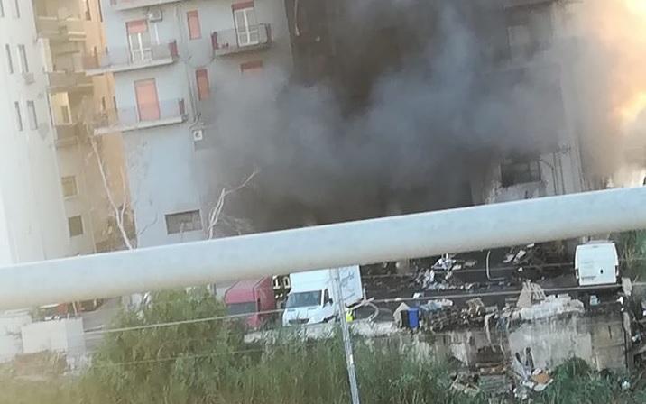 Agrigento, incendio in via Unità d'Italia: si continua a lavorare
