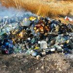 """Punta Bianca, rifiuti abbandonati e poi incendiati: """"torna l'inquinatore seriale"""" – VIDEO"""