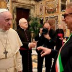 Papa Francesco ha ricevuto il sindaco di Lampedusa Totò Martello e la delegazione del progetto Snapshots