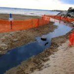 San Leone, scoppiano le fogne: acque nere in spiaggia – VIDEO