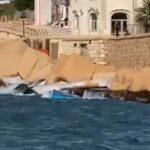"""Lampedusa: barche migranti mai rimosse dal Molo Favaloro, mareggiata le trasforma in """"schegge impazzite"""" – VIDEO"""