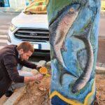 Agrigento, opere d'arte in via Esseneto: alberi trasformati in sculture
