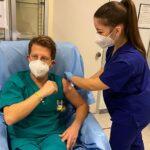 """Coronavirus, anche il medico (assessore) Vaccaro si vaccina: """"sono emozionato"""""""