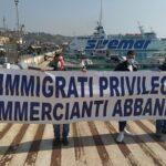 Porto Empedocle, flash mob di Fratelli d'Italia contro gli sbarchi di migranti