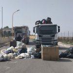 Favara, emergenza rifiuti: avviata la raccolta dei cumuli, operativi due camion e una pala meccanica